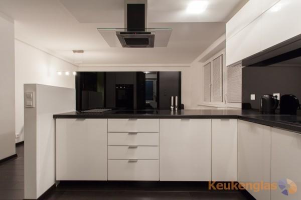 zwarte keukenglas achterwand