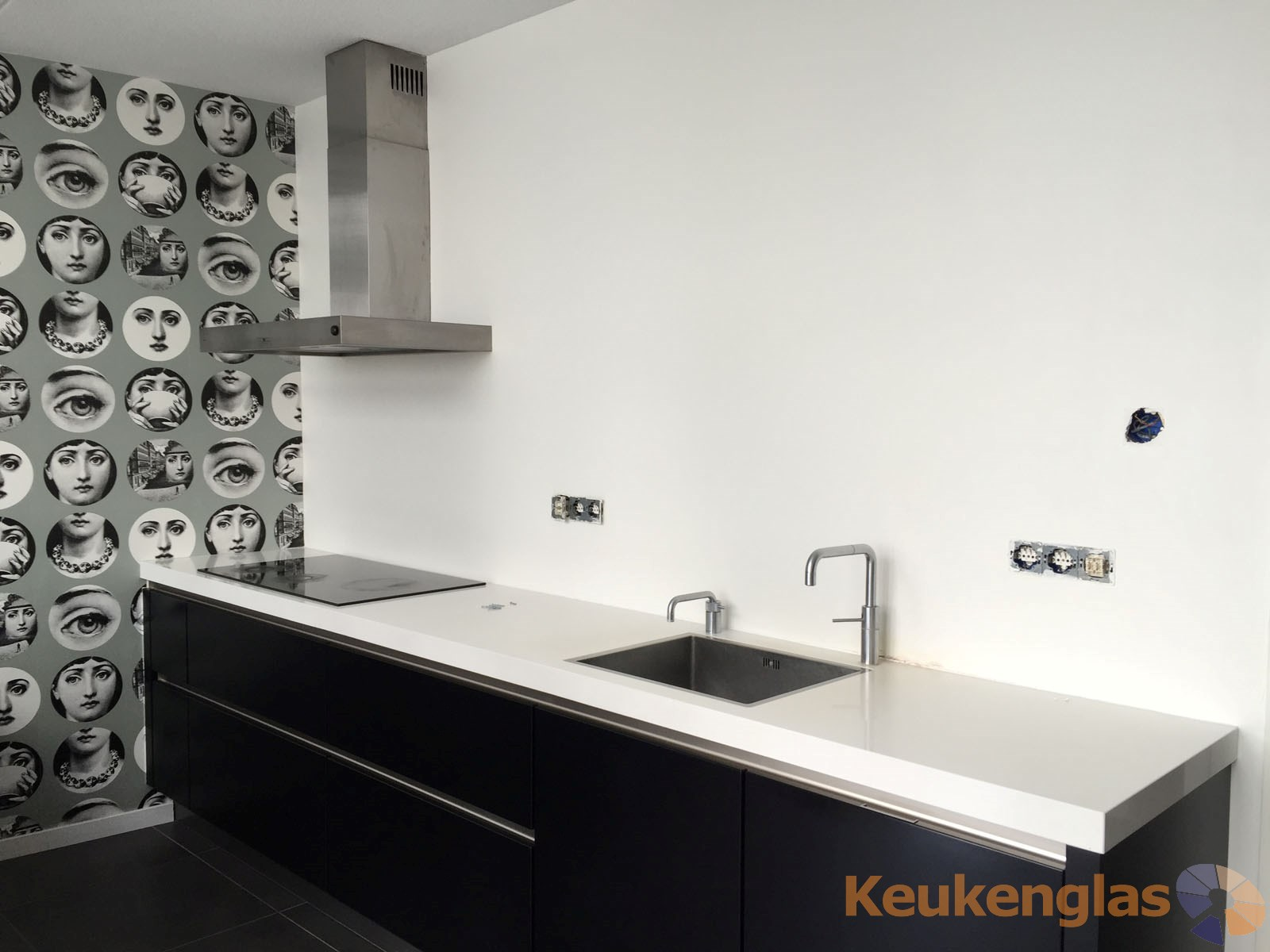 Zwart met witte keuken Weesp - voor plaatsing spatwand van glas