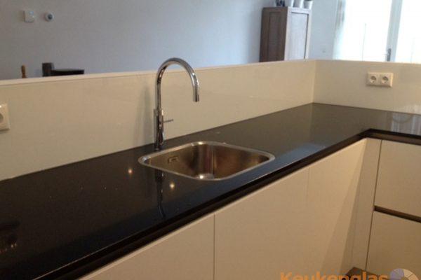 Witte keuken spatwand van glas Best