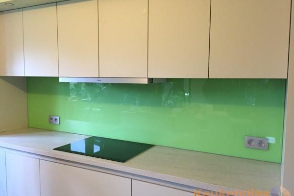 lichtgroene keuken achterwand