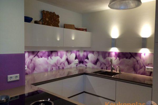 Glazen keuken achterwand met wit lila bloem Helmond