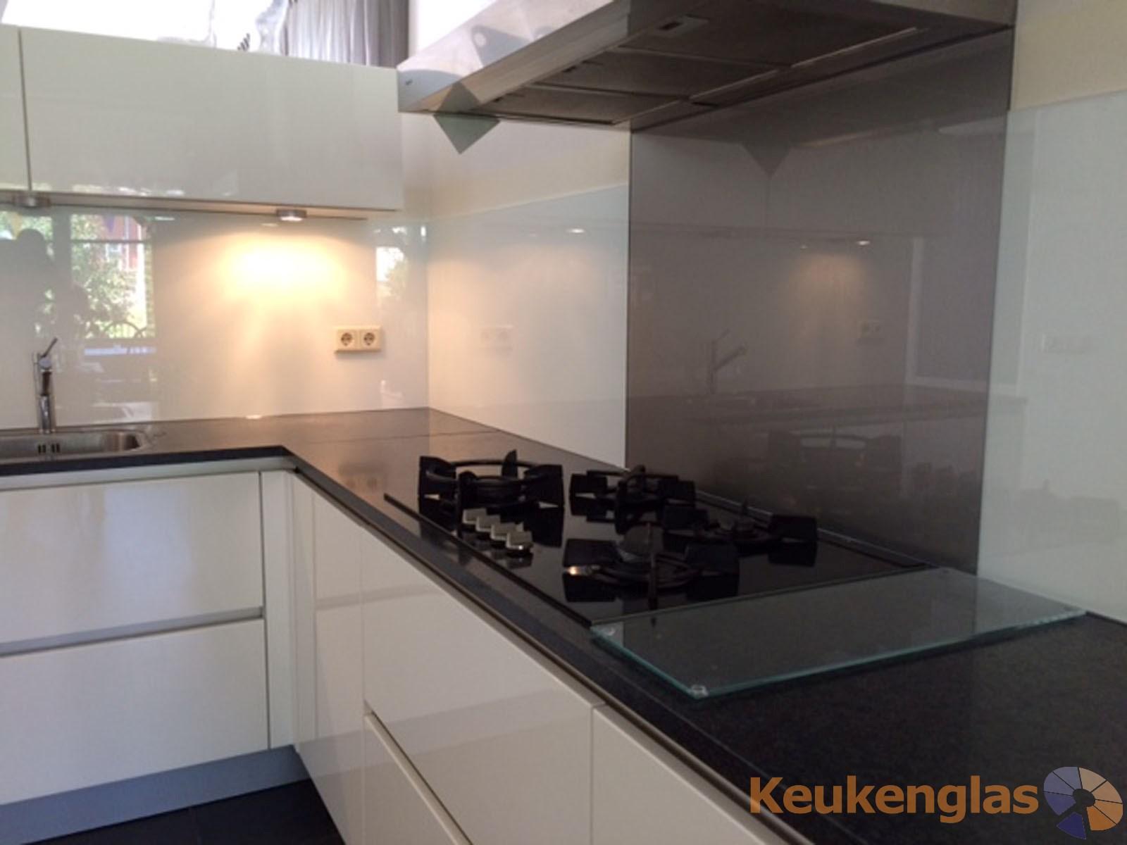 Keukenwand wit met metallic glas Heeswijk Dinther