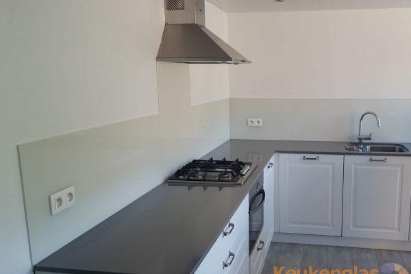 Witte glazen keuken achterwand Tongerlo