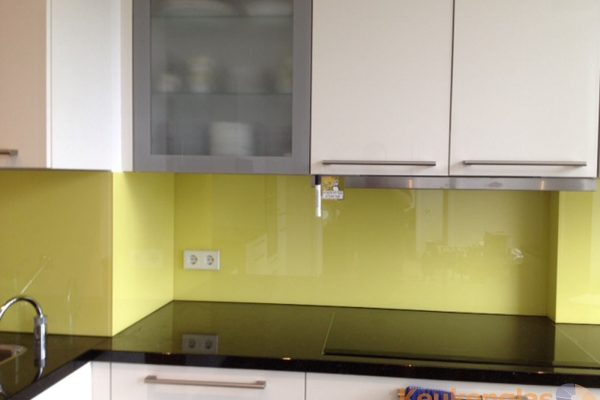 Lichtgele glaswand keuken Amsterdam