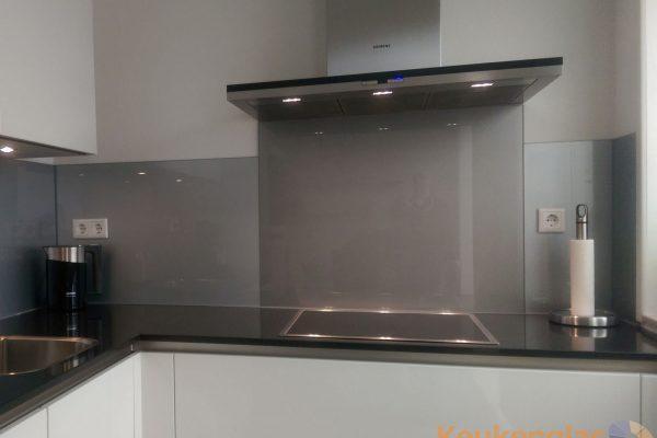Keuken achterwand glas RVS look Heinkenszand